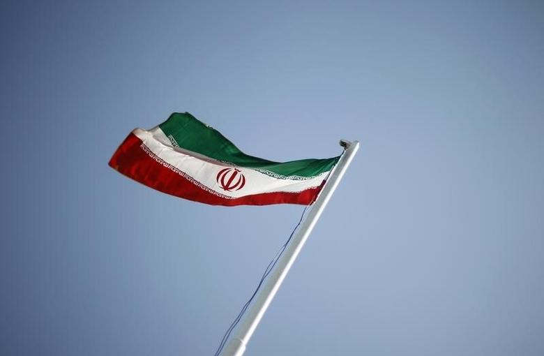 An Iranian national flag flutters in Tehran April 15, 2011.  REUTERS/Morteza Nikoubazl