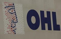 El regulador financiero mexicano Comisión Nacional Bancaria y de Valores (CNBV) impuso a OHL México, filial de OHL, una multa de 3,7 millones de euros tras una investigación sobre sus prácticas contables, aunque dijo que no había pruebas de fraude. En la imagen de archivo, el logo de OHL en Madrid. REUTERS/Sergio Perez