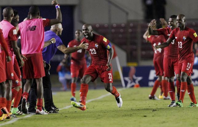 Football Soccer -  Panama v Haiti - World Cup 2018 Qualifier - Rommel Fernadez Stadium in Panama City 29/03/16 Felipe Baloy (C) of Panama celebrates with team mates after scoring  against Haiti. REUTERS/Carlos Jasso
