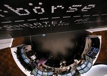 Les Bourses européennes ont ouvert en nette hausse mercredi. À Paris, le CAC 40 prend 1,26% à 4.421,62 points vers 07h30 GMT. À Francfort, le Dax avance de 1,1% et à Londres, le FTSE gagne 1,28%. /Photo d'archives/REUTERS/Ralph Orlowski