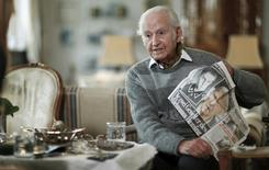 Holocaust survivor and former prisoner at Auschwitz death camp Leon Schwarzbaum presents a newspaper with pictures of the former SS guard at the Auschwitz death camp Reinhold Hanning during an interview in Berlin, Germany, March 29, 2016. REUTERS/Hannibal Hanschke