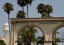 La puerta principal del estudio de Paramount Pictures, en Los Ángeles, California. 29 de julio de 2008. La compañía de medios 21st Century Fox Inc está interesada en comprar una participación minoritaria en el estudio cinematográfico Paramount Pictures, dijo el miércoles una fuente cercana al tema. REUTERS/Fred Prouser