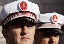 Монакские полицейские в Монте-Карло 19 ноября 2005 году. Власти Монако провели обыск в офисе энергетической сервисной компании Unaoil и домах ее руководителей после того, как Великобритания попросила помощи в расследовании дела о коррупции в мировой нефтяной промышленности. REUTERS/Eric Gaillard