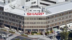 El vicepresidente de Foxconn, Tai Jeng-wu, dijo el sábado que quería utilizar parte de los fondos que se obtuvieran de la inversión realizada sobre Sharp para volver a comprar la sede de la empresa taiwanesa en Osaka, situada al oeste de Japón. En la imagen de archivo, una vista aérea de la sede de Sharp en Osaka, Japón, tomada por Kyodo. REUTERS/Kyodo/Files