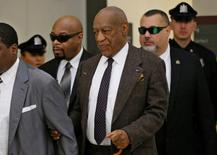 Actor and comedian Bill Cosby holds onto his security team member as he uses a cane upon returning after a lunch break at the Montgomery County Courthouse in Norristown, Pennsylvania February 3, 2016. REUTERS/Michael Bryant/Pool