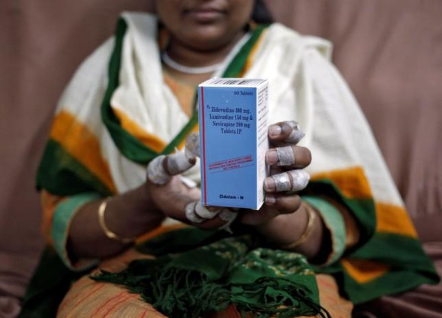 A patient displays a bottle of medicine at an office of HIV/AIDS activists in New Delhi in this file photo dated October 13, 2014. REUTERS/Anindito Mukherjee