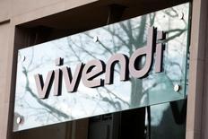 Vivendi a déclaré jeudi que sa décision d'investir au capital de Telecom Italia ne visait pas à réduire les effectifs de l'opérateur italien de télécommunications, réagissant ainsi à des informations de presse évoquant une menace sur 15.000 postes.  /Photo prise le 10 mars 2016/REUTERS/Charles Platiau