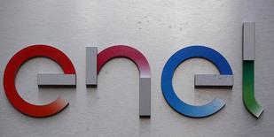 """Новый логотип Enel  на здании штаб-квартиры компании в Риме. ИнтерРАО считает, что итальянский концерн Enel готов продать акции российской """"дочки"""", не только отдельные станции, сказал в пятницу глава госхолдинга. REUTERS/Stefano Rellandini"""