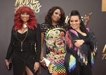 Salt (R) and Peppa, with DJ Spinderella (C), arrive at the 2016 MTV Movie Awards in Burbank, California April 9, 2016. REUTERS/Phil McCarten