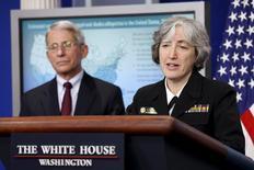 Dr. Fauci e Dra. Anne Schuchat falam sobre Zika em Washington.  11/4/2016. REUTERS/Kevin Lamarque