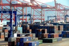 Les exportations chinoises ont bondi en mars de 11,5% sur un an, la première hausse depuis juin 2015 et la plus importante depuis février 2015. Les économistes anticipaient un léger gain de 2,5%. /Photo prise le 1er mars 2016/REUTERS