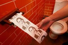 "A customer pulls on a roll of toilet paper depicting U.S. President Barack Obama at the ""President Cafe"" in Krasnoyarsk, Siberia, Russia, April 7, 2016. REUTERS/Ilya Naymushin"
