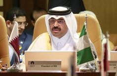 El ministro de Energía de Qatar, Mohammed Bin Saleh Al-Sada, habla durante una conferencia de prensa en Doha. 16 de diciembre de 2014. El ánimo entre los productores de petróleo es positivo antes de la reunión que sostendrán el 17 de abril en Doha para examinar la posibilidad de congelar la producción y apuntalar los precios del crudo, dijo el Ministerio de Energía de Qatar en un breve comunicado difundido el jueves. REUTERS/Mohammed Dabbous/Files