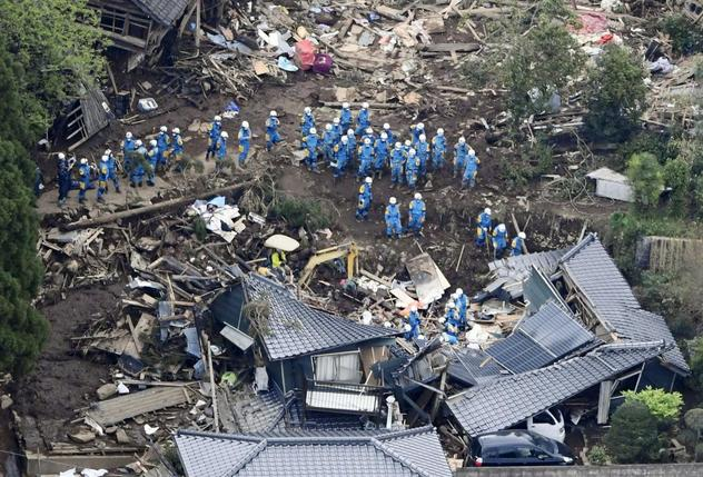 Second deadly quake hits Japan, 'race against time' to find survivors