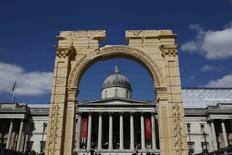 Recriação de Arco do Triunfo de 1.800 anos que existia em Palmira vista em Londres.   19/04/2016      REUTERS/Stefan Wermuth