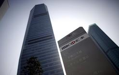 HSBC headquarters building is seen in Pudong financial district in Shanghai December 8, 2010.   REUTERS/Carlos Barria/File Photo