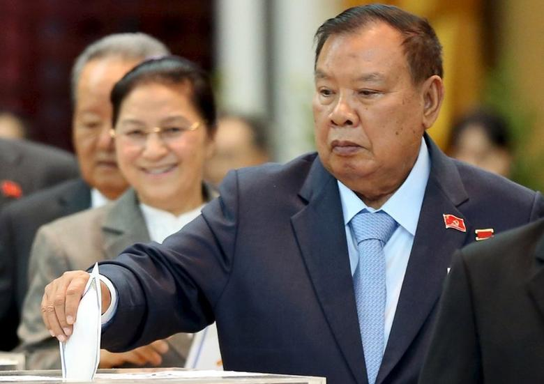 Laos' Vice President Bounnhang Vorachit casts his ballot during the Communist Party Congress in Vientiane January 21, 2016. REUTERS/Stringer