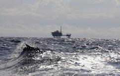 The offshore platform of the European Investment-bank backed Castor gas storage project, is seen off the coast of Alcanar, eastern Spain, October 7, 2013. Hundreds of small earthquakes off Spain's Mediterranean coast triggered by work at the Castor offshore gas facility could spell trouble for taxpayers and investors in the European Union's debut project bond. Picture taken October 7, 2013.  REUTERS/Gustau Nacarino  (SPAIN - Tags: ENERGY ENVIRONMENT)