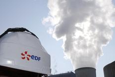"""La vigilance de l'Etat français envers EDF est """"totale"""", a promis mercredi le gouvernement, après une réunion à l'Elysée sur la situation financière du géant de l'électricité. /Photo prise le 17 mars 2016/REUTERS/Stéphane Mahé"""