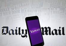 La société mère du Daily Mail a dit mercredi qu'elle n'avait soumis aucune offre pour reprendre les actifs internet de Yahoo, mais qu'elle était en discussion avec d'autres acquéreurs potentiels. /Photo prise le 11 avril 2016/REUTERS/Dado Ruvic
