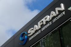 Safran est l'une des valeurs à suivre àla Bourse de Paris après l'annonce d'un accord pour céder sa filiale américaine Morpho Detection à Smiths Group pour une valeur d'entreprise de 710 millions de dollars. /Photo d'archives/REUTERS/Gonzalo Fuentes