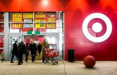 People walk out of the going-out-of-business sale at Target Canada in Toronto February 5, 2015. REUTERS/Mark Blinch