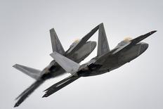 Caças F-22 da Força Aérea dos EUA durante exercício militar no Alasca.   24/03/2016       REUTERS/U.S. Air Force/Justin Connaher/Handout via Reuters