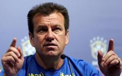 Técnico Dunga concede entrevista em Recife. 24/3/16.   REUTERS/Paulo Whitaker