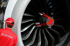 Safran annonce mardi une nouvelle croissance de son chiffre d'affaires trimestriel à 4,240 milliards d'euros, porté par l'aéronautique, notamment les services pour moteurs civils. /Photo prise le 15 avril 2016/REUTERS/Régis Duvignau