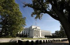 La Reserva Federal mantuvo el miércoles estables los tipos de interés, y pese a que dejó abierta la puerta para un alza en junio no mostró señales de que tenga prisa para endurecer la política monetaria en medio de una aparente desaceleración en la economía de Estados Unidos. En la imagen de archivo, el edificio de la Fed en Washington, REUTERS/Kevin Lamarque