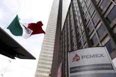 La casa matriz de la petrolera estatal mexicana Pemex en Ciudad de México, mar 18, 2016. La petrolera estatal mexicana Pemex registró una pérdida neta de 62,047 millones de pesos (unos 3,590 millones de dólares) en el primer trimestre del 2016, una reducción frente a los 100,546 millones de pesos en el mismo lapso del 2015.  REUTERS/Edgard Garrido
