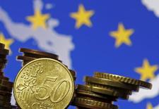 Dans ses prévisions économiques de printemps publiées mardi, la Commission européenne ne table plus que sur 1,6% de croissance dans la zone cette année puis 1,8% l'an prochain, soit dans les deux cas 0,1 point de moins que dans ses anticipations précédentes, début février. /Photo d'archives/REUTERS/Dado Ruvic