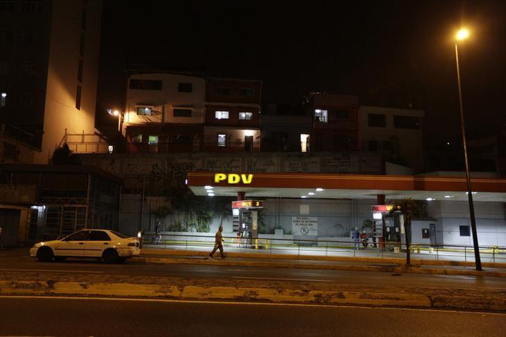A gas station of state oil company Petroleos de Venezuela (PDVSA) is seen in Caracas, February 18, 2016.  REUTERS/Marco Bello