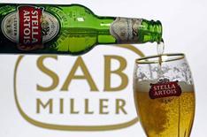 Пиво Stella Artois. Антимонопольный регулятор Австралии одобрил запланированное поглощение пивоваренным гигантом Anheuser Busch Inbev SA конкурента SABMiller стоимостью $100 миллиардов, сообщив, что она не окажет негативного влияния на внутренний рынок.  REUTERS/Dado Ruvic