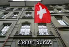 Логотип Credit Suisse на отделении банка в Берне 9 мая 2016 года. Credit Suisse прогнозирует, что обстановка на финансовых рынках останется сложной, после того как швейцарский банк начал год квартальными потерями впервые с 2008 года на фоне масштабной реструктуризации. REUTERS/Ruben Sprich