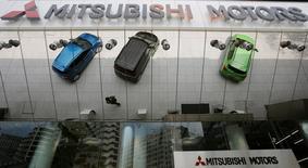 Mitsubishi Motors Corp (MMC) a accepté de former une alliance capitalistique avec son compatriote Nissan Motor lors d'une réunion de son conseil d'administration jeudi, /Photo d'archives/REUTERS/Toru Hanai