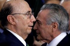 Novo ministro da Fazenda, Henrique Meirelles, ao lado do presidente interino, Michel Temer.    12/05/2016        REUTERS/Ueslei Marcelino