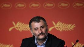 Diretor Cristi Puiu concede entrevista em Cannes. 12/5/2016.  REUTERS/Eric Gaillard