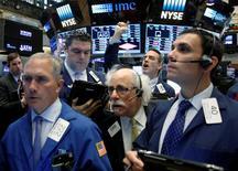Traders work on the floor of the New York Stock Exchange (NYSE) in New York City, U.S., May 16, 2016.  REUTERS/Brendan McDermid