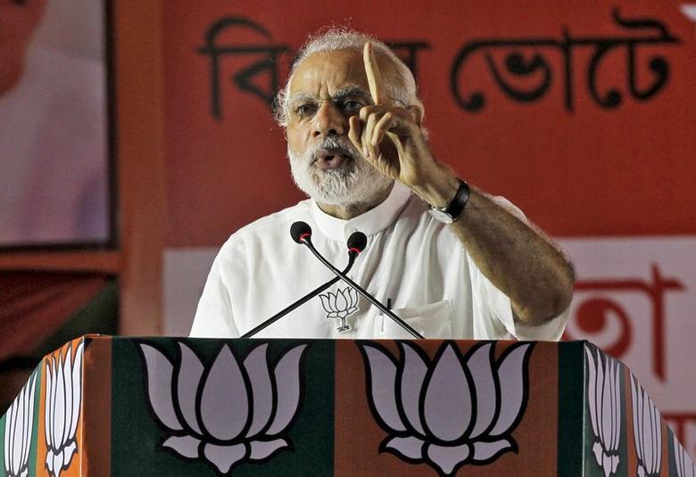 Prime Minister Narendra Modi addresses an election campaign rally in Kolkata, April 17, 2016. REUTERS/Rupak De Chowdhuri/Files