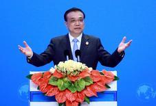 El primer ministro de China, Li Keqiang, habla en la ceremonia de apertura del Boao Forum, en Boao, China. 24 de marzo de 2016. China será capaz de mantener su crecimiento económico dentro de un rango razonable, incluso mientras enfrenta dificultades y desafíos, dijo el martes el primer ministro chino, Li Keqiang. REUTERS/China Daily