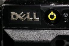 Les ordres des investisseurs atteignaient au moins 85 milliards de dollars (75 milliards d'euros) mardi matin sur la future émission obligataire de Dell, lequel compte par ce biais financer l'acquisition du spécialiste du stockage informatique EMC, selon des sources du marché. /Photo prise le 21 avril 2016/REUTERS/Gleb Garanich