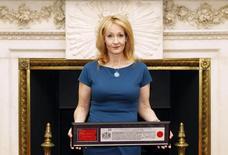 Escritora britânica J.K. Rowling, durante evento em Londres.      08/05/2012        REUTERS/Andrew Winning