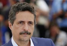 Diretor Kleber Mendonça posa em Cannes.  18/5/2016.   REUTERS/Yves Herman