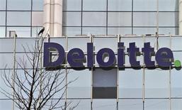 El juez de la Audiencia Nacional Fernando Andreu anunció el jueves que ha citado a declarar en calidad de investigado (anteriormente imputado) a la auditora Deloitte en el caso que investiga supuestas irregularidades en la salida a bolsa de Bankia en 2011. En la imagen de archivo, el logo de Deloitte en Gurgaon, en las afueras de Nueva Delhi. REUTERS/Parivartan Sharma