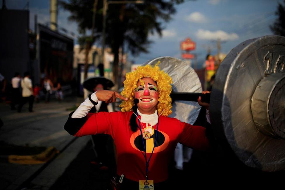 جشنواره دلقک ها در السالوادور, در قلک ها, دلقکها در خیابان ها, فستیوال دلقک ها
