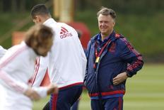 Louis Van Gaal durante treino do Manchester United, na Inglaterra.   19/05/2016 Action Images via Reuters / Craig Brough Livepic