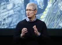 Presidente-executivo da Apple, Tim Cook, fala em evento na sede da empresa, na Califórnia 21/03/2016 REUTERS/Stephen Lam