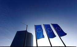 La sede del Banco Central Europeo, en Fráncfort, Alemania. 21 de enero de 2015. Varias autoridades del Banco Central Europeo (BCE) hicieron el viernes un llamado a tener paciencia en torno a la estrategia de política monetaria, lo que reforzó las expectativas de que el organismo optará por mantener cautela en su próxima reunión del 2 de junio. REUTERS/Kai Pfaffenbach/File Photo