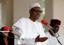 En la imagen, el presidente nigeriano, Muhammadu Buhari, habla en una conferencia de prensa en la residencia presidencial, en Abuya, Nigeria. 14 mayo 2016. Un oleoducto del estado sureño de Bayelsa, en Nigeria, operado por la subsidiaria local de la compañía italiana Eni, fue atacado el domingo, informaron los Cuerpos de Seguridad y Defensa Civil de Nigeria (NSDC, por sus siglas en inglés). REUTERS/Afolabi Sotunde